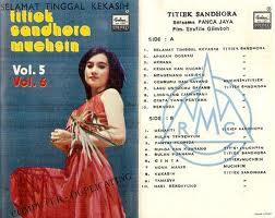 gambar sampul cassete Titiek Sandhora